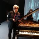 Simonetti premiazione + pianoforte1